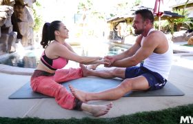 Ariella Ferrera – How Does One Get The Perfect MILF Body