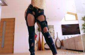 Hot Latina Luna Star Opens Her Ass For Dredd