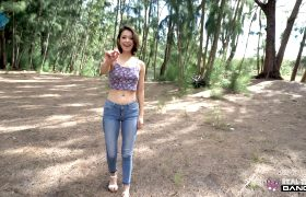 Izzy Bell – Flashes And Sucks Cock On A Hike