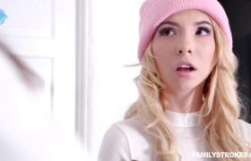Kenzie Reeves – Lending Out Her Labia
