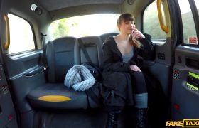Luna Rival – Hairy French Tight Pussy Penetrated In Taxi