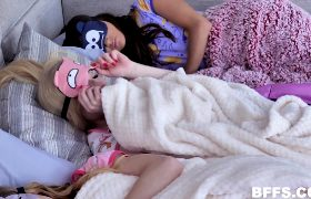 Natalie Knight, Emma Starletto, Zoe Bloom – Pussies & Pajamas