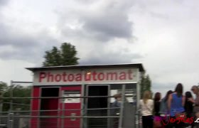 Random Guy Gets Sucked Off In A Photobooth