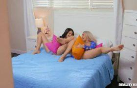 Skylar Vox – Pillow Humping Threesome