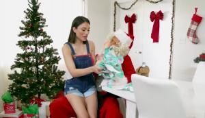 Janna Hicks And Liv Wild – MILF Shares Santa With Daughter
