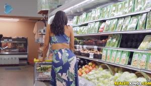 Luna Star – Grocery Store Milf