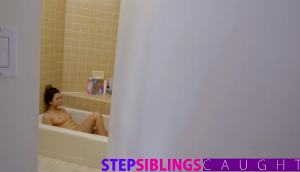 Riley Reid – Step-sister And BFF Fuck Brother's Cock 🕺