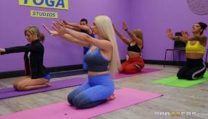 Skylar Vox – Stretching Skylar Out